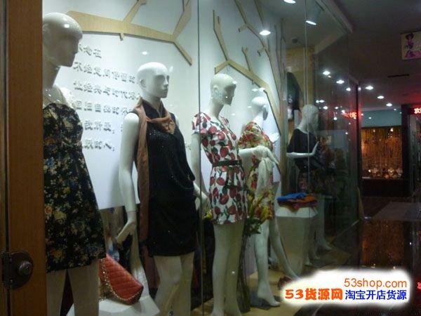 泰荣服装城内商铺