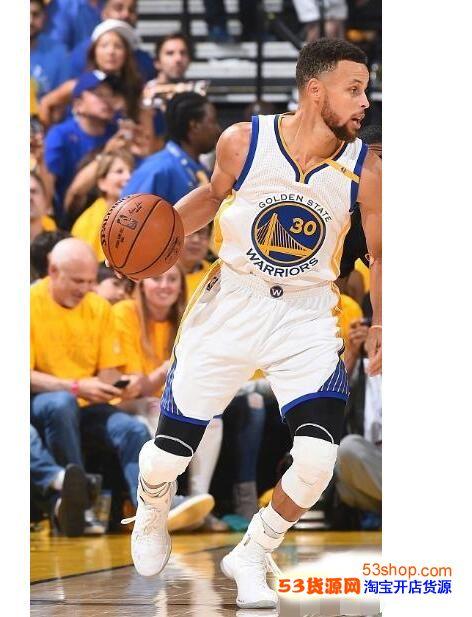 """看完:""""NBA库里举办球鞋"""